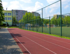 Szkoła nr 321 widok na boisko i bieżnię