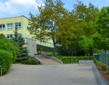 Wejście do szkoły podstawowej nr 321 w Warszawie