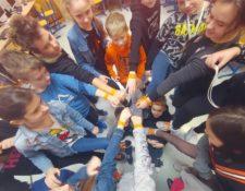 #jestnaswiecej przeciwko hejtowi w sieci - pomarańczowa sznurówka