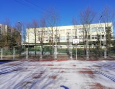 Budynek SP321 zimą