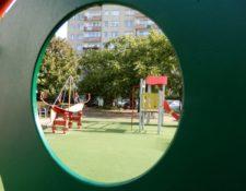Plac zabaw przy budynku Filii